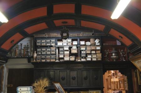 このお店は建物が素晴らしく、中世の薬屋さんだったらしいです。